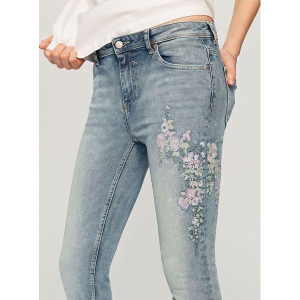 Młodzieńczy Jeansy z wyhaftowanymi kwiatami - Niebieski - Jeansy damskie marki RW65