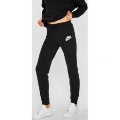 b57c688da Odzież sportowa damska Nike Sportswear - Kolekcja lato 2019 - Butik ...