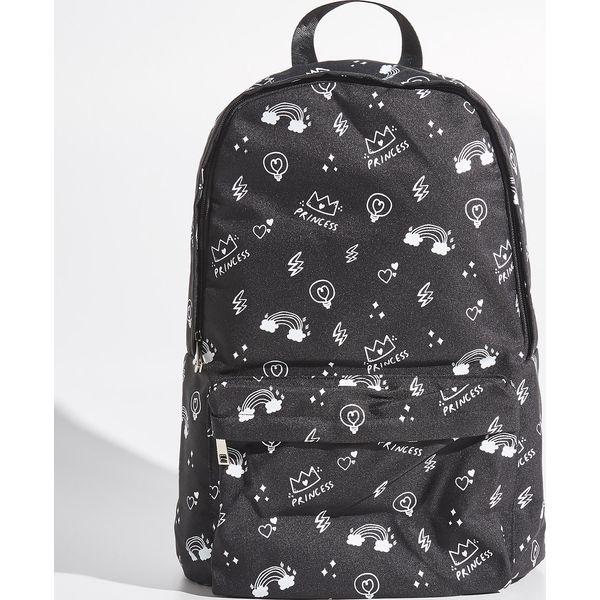 eae7b06dd9411 Plecak z wzorem - Czarny - Czarne plecaki marki Sinsay. W wyprzedaży za  49.99 zł. - Plecaki - Torby i plecaki damskie - Akcesoria damskie - Butik -  Modne ...