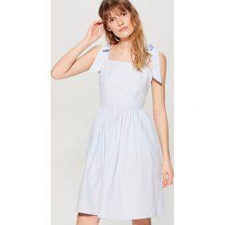 09a94fb323511 ... sklepu Mohito - Kolekcja lato 2019. -14%. Sukienka z wiązaniami na  ramionach - Niebieski. Niebieskie sukienki damskie marki Mohito.