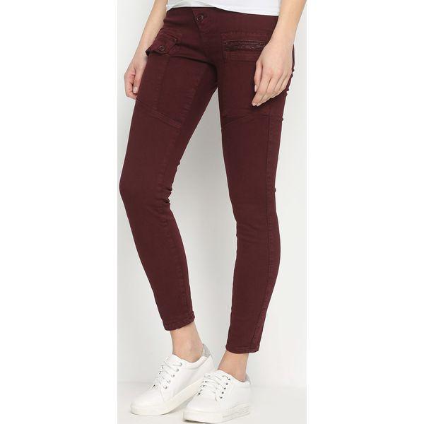 31d6b8145e23 Bordowe Spodnie Ferity - Czerwone rurki damskie marki Born2be. Za ...