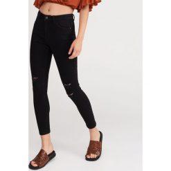 8c502c536b8c Jeansy z przetarciami - Czarny. Jeansy damskie marki Reserved. Za 99.99 zł.