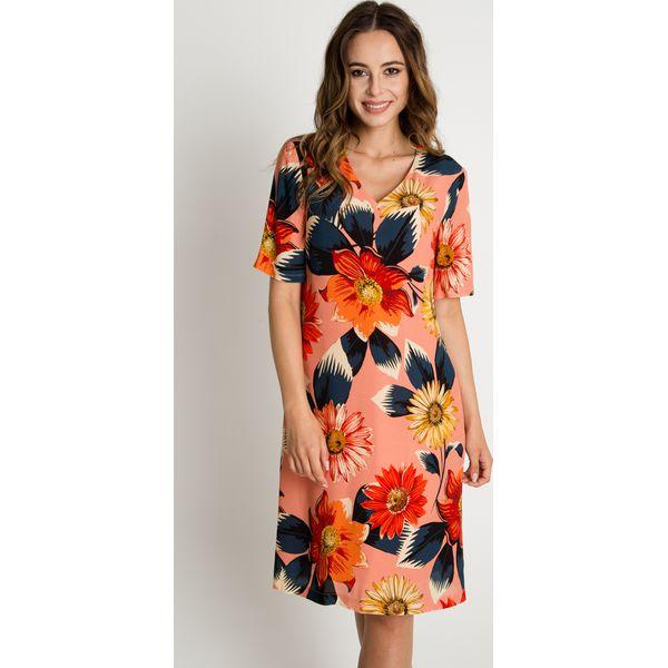 00b4b52000 Koralowa sukienka z dekoltem w serek BIALCON - Sukienki damskie ...