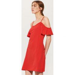 e3b5c5eb77 Sukienka z odkrytymi ramionami - Czerwony. Sukienki damskie marki House. Za  59.99 zł.