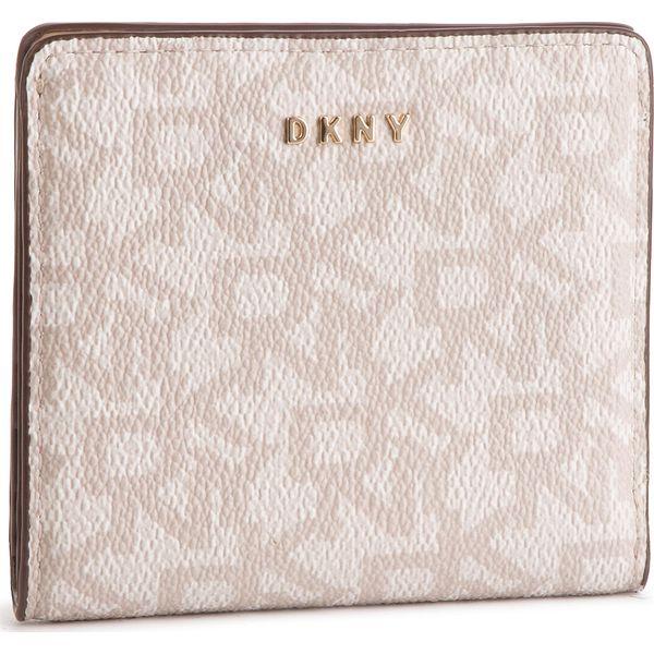 0590f9e8430ed Mały Portfel Damski DKNY - Bryant Bifold Wallet Logo R83ZJ657 Hmp ...