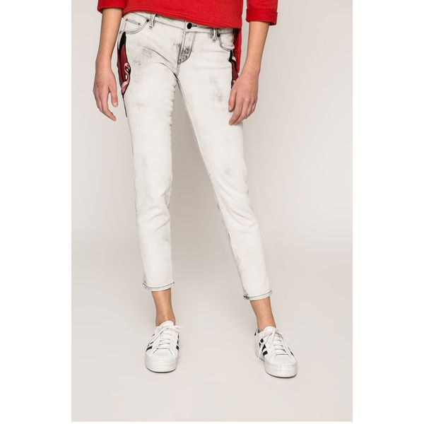 03de10b5912ff Guess Jeans - Jeansy Beverly - Szare jeansy damskie marki Guess ...