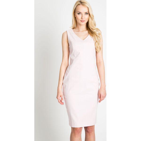 616a1f686d Jasnoróżowa dopasowana elegancka sukienka QUIOSQUE - Sukienki ...