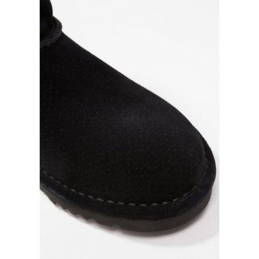 254601ccb8b UGG CLASSIC UNLINED MINI PERF Botki black