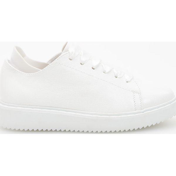 dc2fdbf5c990c Białe sportowe buty - Biały - Białe obuwie sportowe casual damskie ...