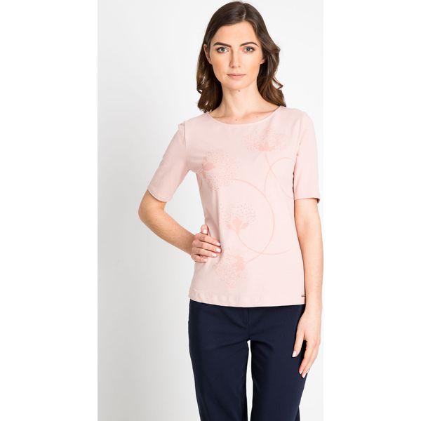 b2956f788f76 Różowa bluzka z delikatnym printem QUIOSQUE - Czerwone bluzki damskie marki  QUIOSQUE