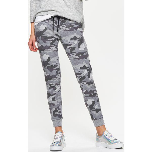 2d895470413d Spodnie dresowe damskie marki Cropp - Kolekcja wiosna 2019 - Butik - Modne  ubrania
