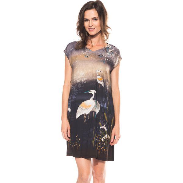 d8fd855f47 Sukienka we wzory z dekoltem w literkę V BIALCON - Sukienki damskie ...