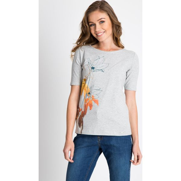 b818ae98e954 ... e9064d809cb0 Szara bluzka z kwiatem QUIOSQUE - Szare bluzki damskie  QUIOSQUE