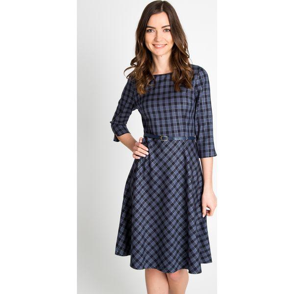 32eb64c11e Rozkloszowana sukienka w kratę QUIOSQUE - Niebieskie sukienki ...