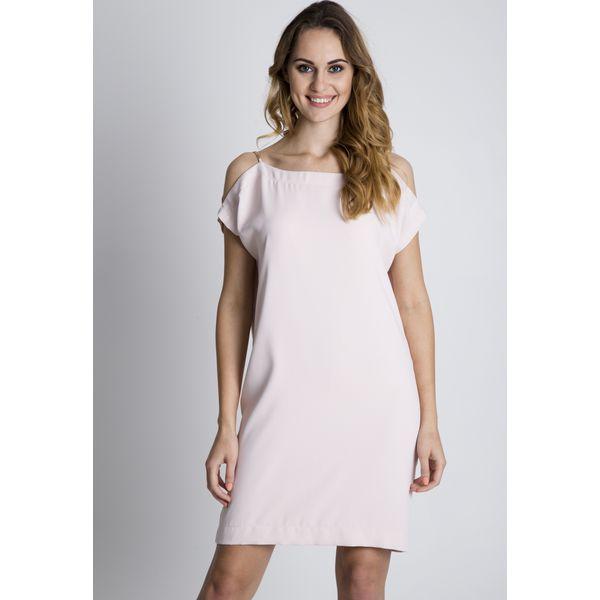 f5d1ddb06f Sukienka w pudrowym różu z odkrytymi ramionami BIALCON - Sukienki ...