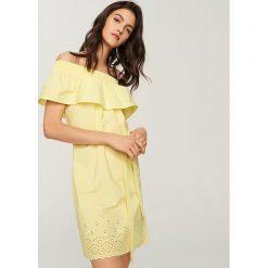 c74f8d87a6 ... sklepu Reserved - Kolekcja wiosna 2019. -40%. Sukienka z odkrytymi  ramionami - Żółty. Żółte sukienki damskie marki Reserved.