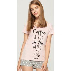 e7f1ecb423a887 Piżamy damskie - Kolekcja lato 2019. Dwuczęściowa bawełniana piżama z  napisem - Różowy. Czerwone piżamy damskie Sinsay, bez wzorów,