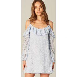 12b1645801 Sukienka z falbaną podkreślającą ramiona - Niebieski. Sukienki damskie  marki Mohito.