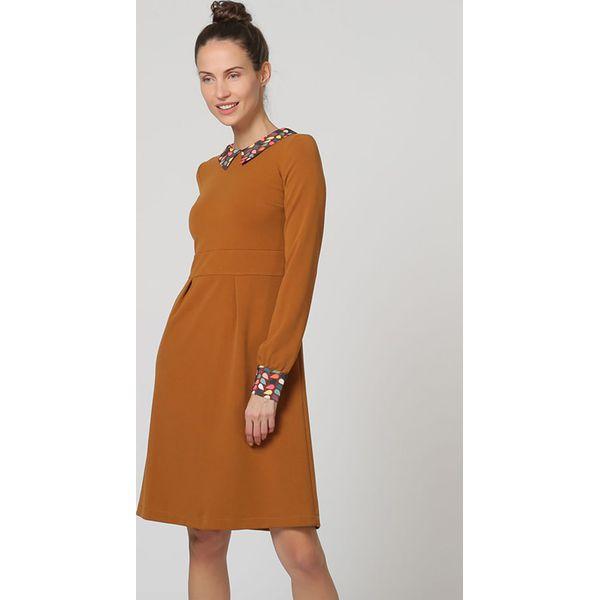 f36d51cbe69df6 Sukienka w kolorze jasnobrązowym - Brązowe sukienki damskie marki ...