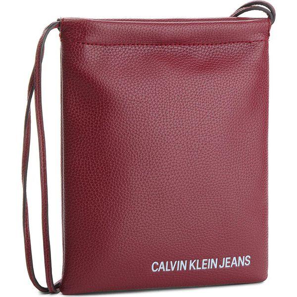c9663b829aacc Torebka CALVIN KLEIN JEANS - Ultra Light Flat Cro K40K400623 238 -  Listonoszki damskie marki Calvin Klein Jeans. W wyprzedaży za 229.00 zł.