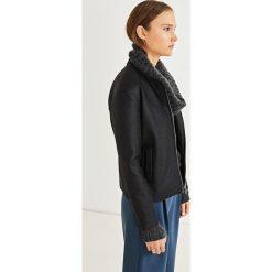 5d42d43408 Wyprzedaż - odzież wierzchnia damska marki Simple - Kolekcja wiosna 2019.  -60%. Simple - Kurtka. Kurtki damskie marki Simple. W wyprzedaży za 259.90  zł.