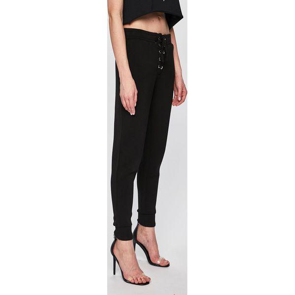 f0289867943aa Guess Jeans - Spodnie - Spodnie materiałowe damskie marki Guess ...