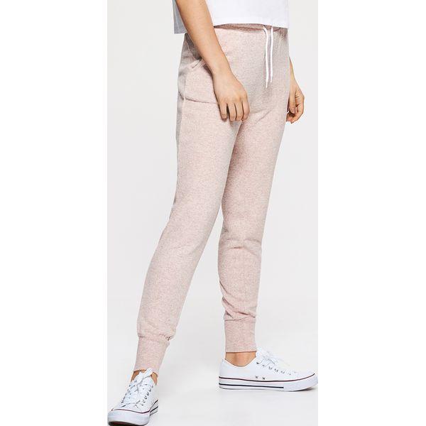 d9a7342930 Dresowe joggery - Różowy - Spodnie dresowe damskie marki Cropp. W ...