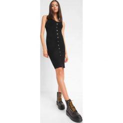 7e0c0c37b7 Dopasowana sukienka z guzikam. Sukienki damskie marki Orsay. Za 119.99 zł.