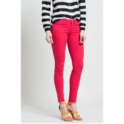 05e2ddf9f00ff Guess Jeans - Spodnie. Rurki damskie marki Guess Jeans. W wyprzedaży za  249.90 zł ...