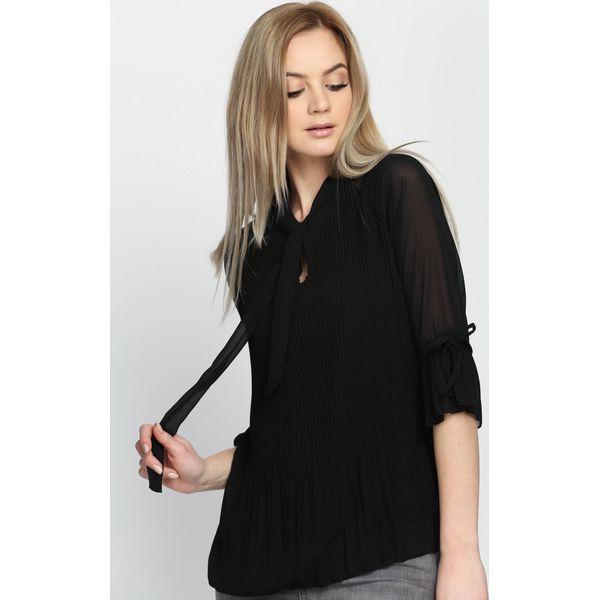 e61f157ad0609a Czarna Bluzka Pardee - Czarne bluzki damskie marki Born2be. Za 29.99 ...