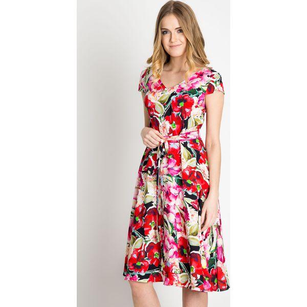 129d075dc4 Rozkloszowana wiązana sukienka w kwiaty QUIOSQUE - Szare sukienki ...