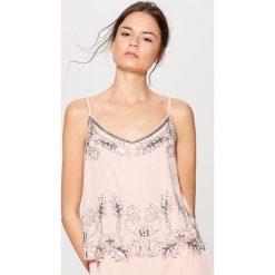 b03e55562c104 ... odzież damska ze sklepu Mohito - Kolekcja lato 2019. -52%. Sukienka z  aplikacją gold label - Różowy. Czerwone kombinezony damskie marki Mohito,  ...