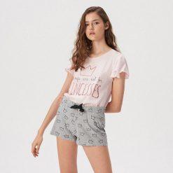 f5da14ff6433e4 Dwuczęściowa piżama z falbankami - Różowy. Czerwone piżamy damskie Sinsay,  bez wzorów, bez