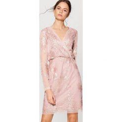d12938d0ae Sukienka z kopertowym dekoltem gold label - Różowy. Czerwone sukienki  damskie marki Mohito