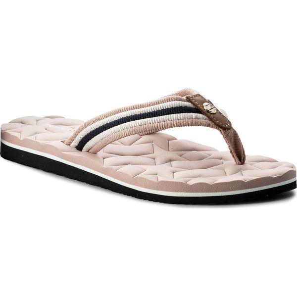 13002302685e2 Japonki TOMMY HILFIGER - Comfort Low Beach Sandal FW0FW02368 Dusty Rose 502  - Klapki damskie marki Tommy Hilfiger. W wyprzedaży za 119.00 zł.